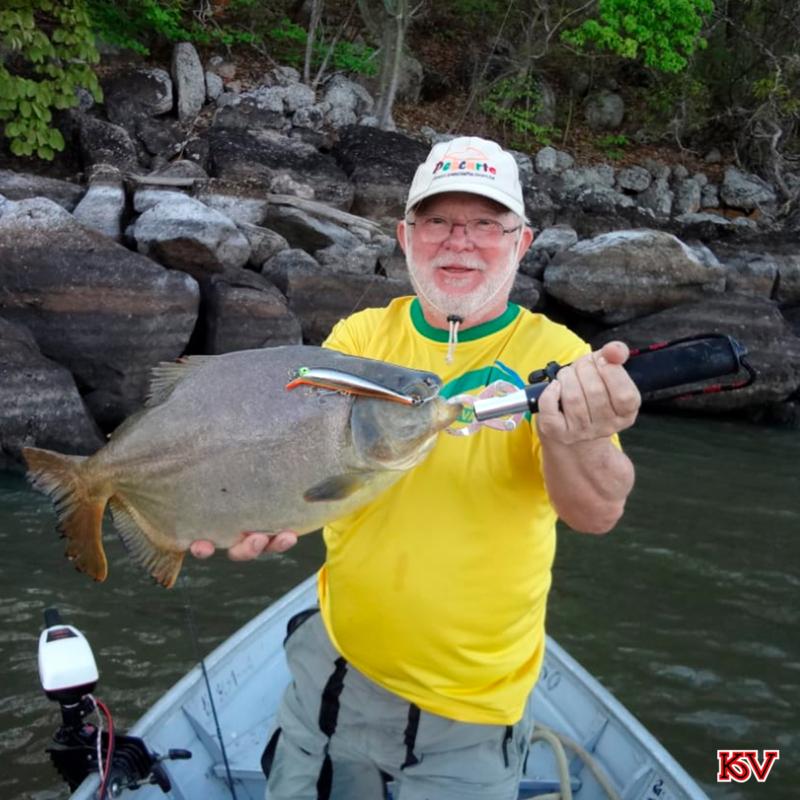 O pescador Adílson Caramello pegou um Pacú com a isca Cubio.